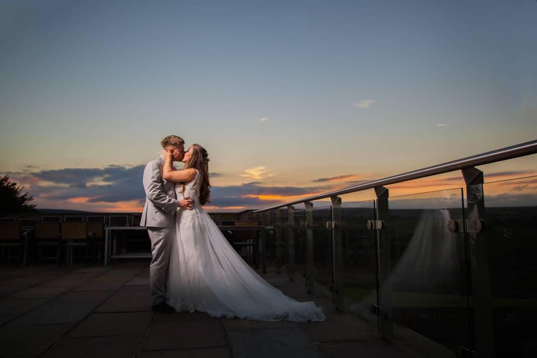 Yorkshire_photographer | West_yorkshire_photographer_ Halifax_wedding_photographer_ Bride & Groom_ The_fleece_ripponden